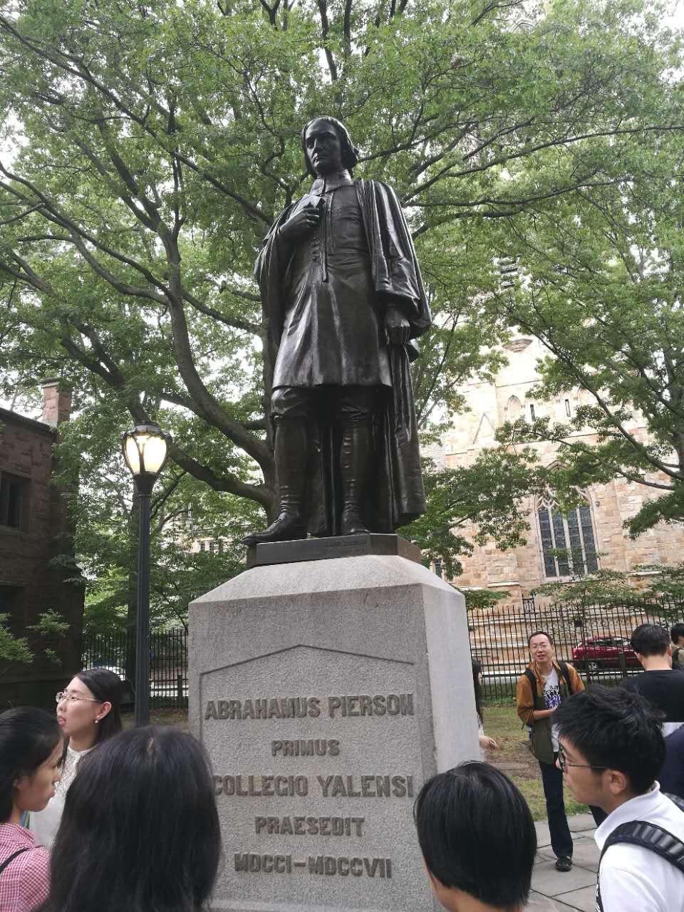 耶鲁大学建校捐赠者之一的雕塑
